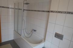Rodheim-Badewanne-mit-Dusche-OG