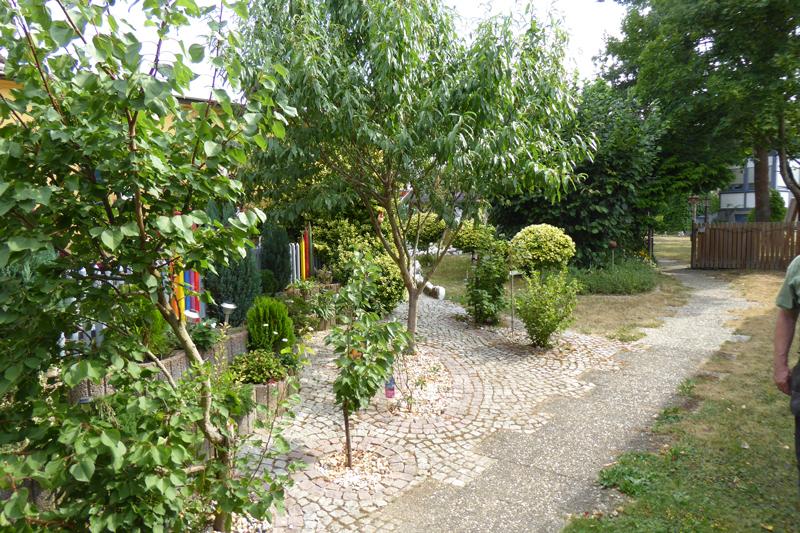18_WH-Blick-in-Garten-1